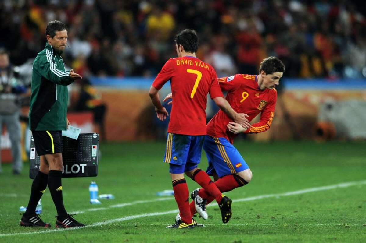 DURBAN, SOUTH AFRICA - JULY 07: Fernando Torres of Spain shakes hands with David Villa as he is substituted during the 2010 FIFA World Cup South Africa Semi Final match between Germany and Spain at Durban Stadium on July 7, 2010 in Durban, South Africa. (Photo by Jasper Juinen/Getty Images) *** Local Caption *** Fernando Torres;David Villa