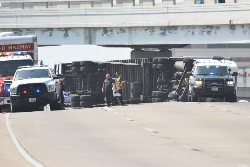July 4, 2018 An overturned 18-wheeler is causing traffic to back up at the Finesilver Curve near downtown San Antonio on July 4, 2018.