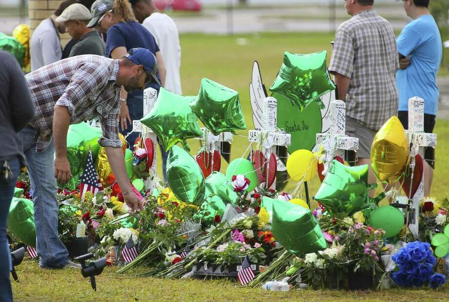 The Santa Fe High School shooting, among others, demonstrates the need for trained officers on campus. Photo: Mark Mulligan /Houston Chronicle / © 2018 Houston Chronicle