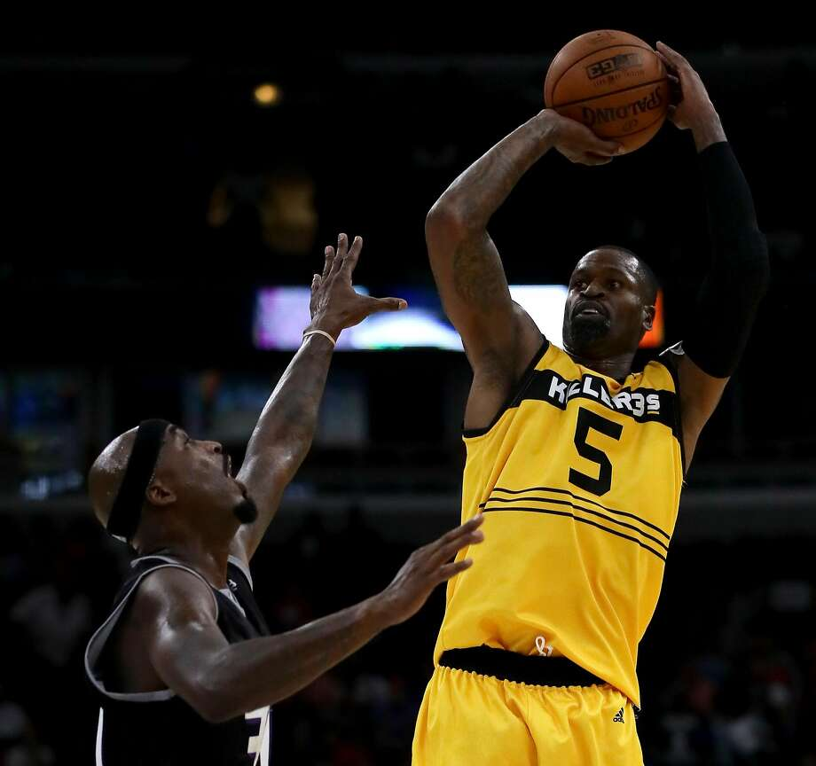 Stephen Jackson of Killer 3s shoots against Ricky Davis of Ghost Ballers last week in the Big3 3-on-3 league in Chicago. Photo: Jonathan Daniel / BIG3/Getty Images