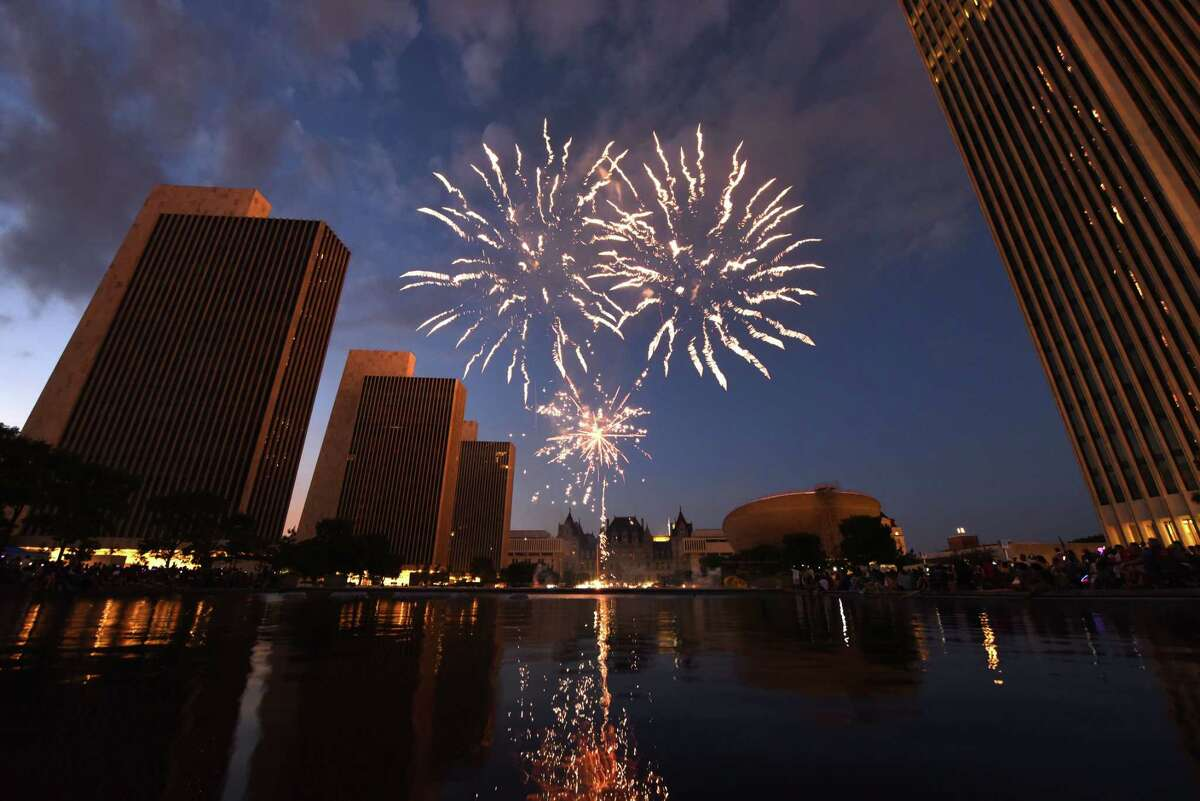 It's time for fireworks to light up the sky and music to fill the air. Click through the slideshow for 25 things to do this (extra-long) weekend.