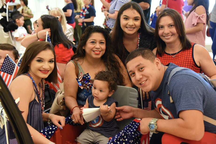 Logan and his family pose before and after winning favorite wagon during the Imaginarium Parade, Wednesday, July 4, 2018. Photo: Christian Alejandro Ocampo / Laredo Morning Times