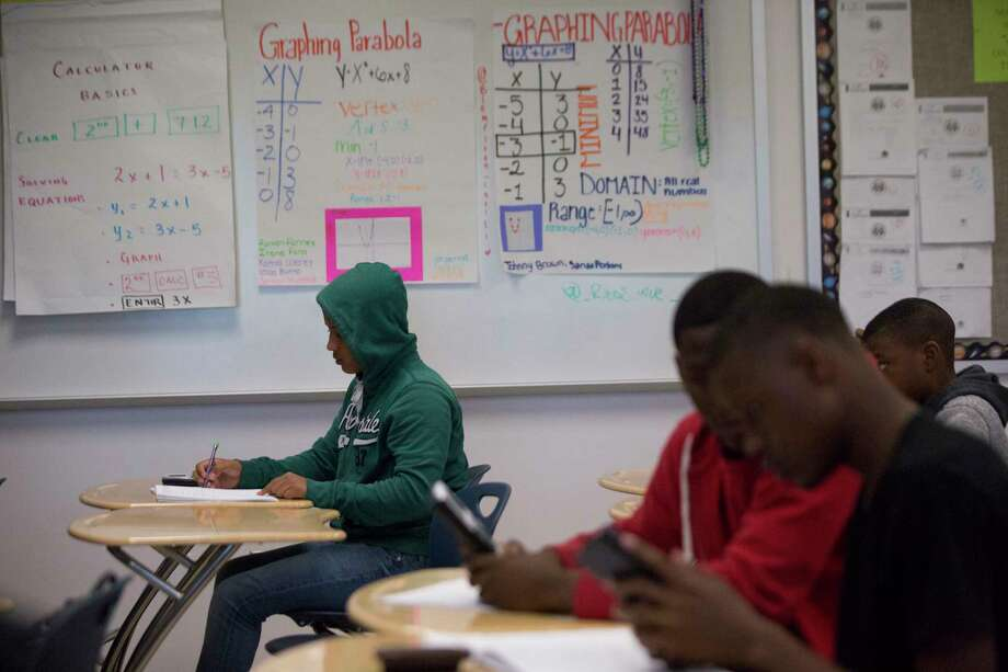Evan E. Worthing Senior High School freshmen students work during an Algebra I class in Houston. Photo: Marie D. De Jesús / © 2018 Houston Chronicle