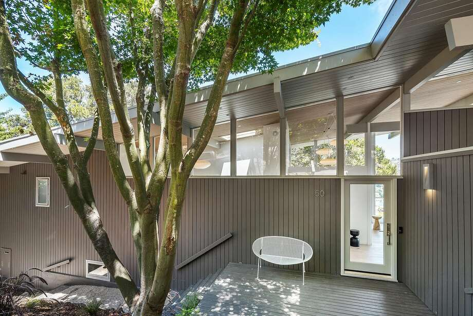 The midcentury home was built in 1957. Photo: Brian McCloud Photography