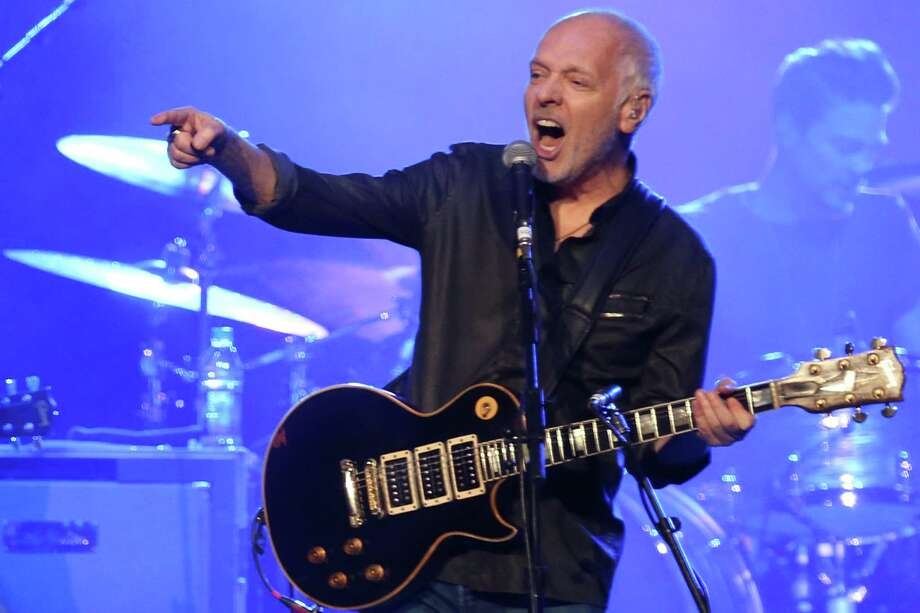 Peter Frampton at work on stage in 2016. Photo: Laura Roberts / Invision/AP / Invision