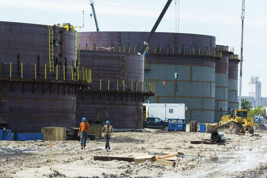 New oil storage tanks are built for an additional oil export facility at the Port of Corpus Christi, Wednesday, March 7, 2018, in Corpus Christi. ( Mark Mulligan / Houston Chronicle ) Photo: Mark Mulligan, Houston Chronicle / Houston Chronicle / © 2018 Houston Chronicle
