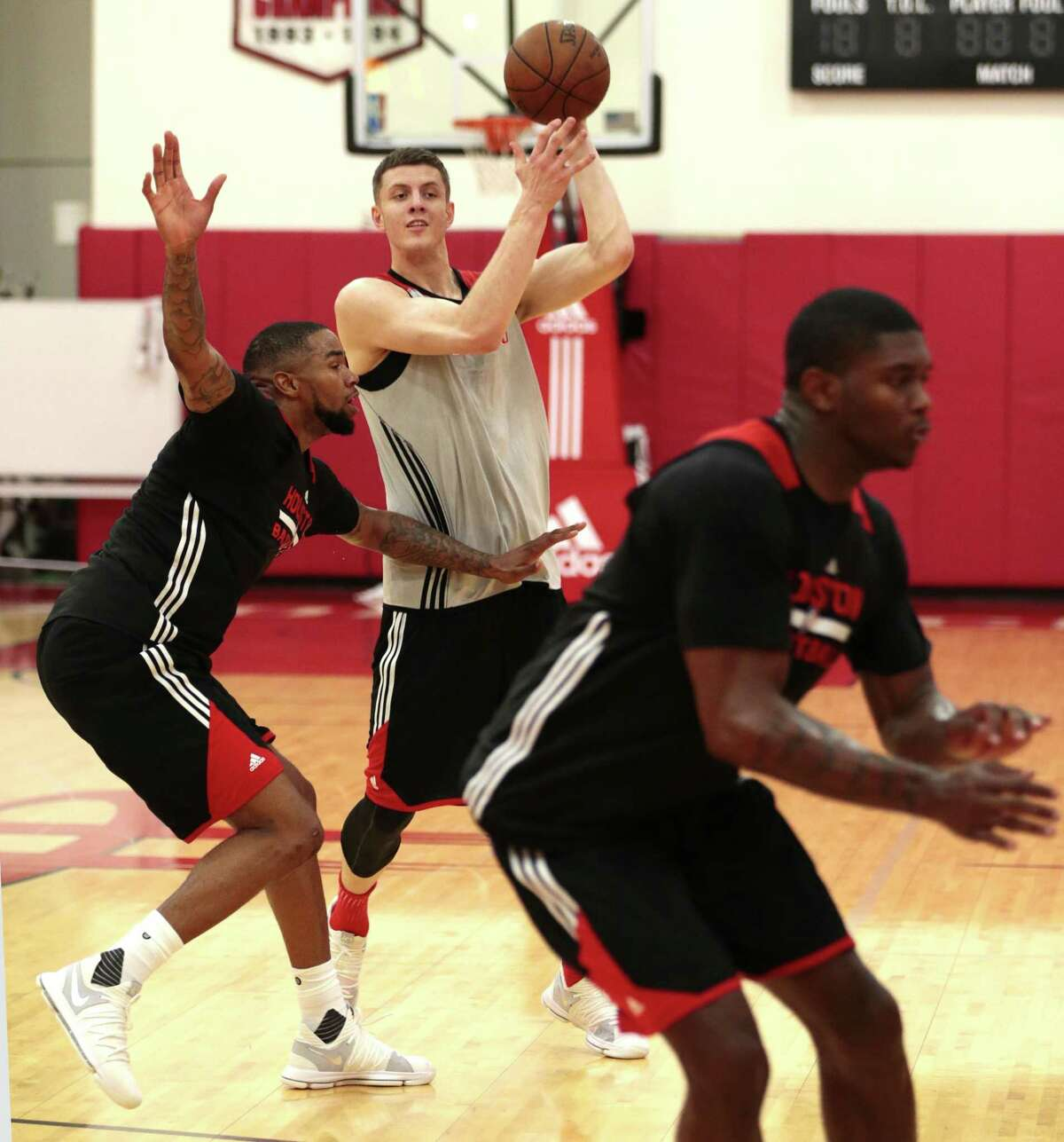 Houston Rockets Isaiah Hartenstein passes the basketball during the Rockets mini-camp in preparation for the NBA Summer League 2017 at Toyota Center on Wednesday, July 5, 2017, in Houston. ( Brett Coomer / Houston Chronicle )