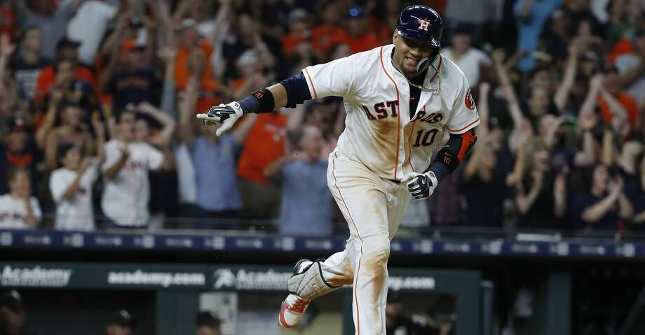 Houston Astros Yuli Gurriel (10) hits his walk off single to score the winning run during the ninth inning of an MLB game at Minute Maid Park, Thursday, July 5, 2018, in Houston. ( Karen Warren  / Houston Chronicle ) Photo: Karen Warren/Houston Chronicle