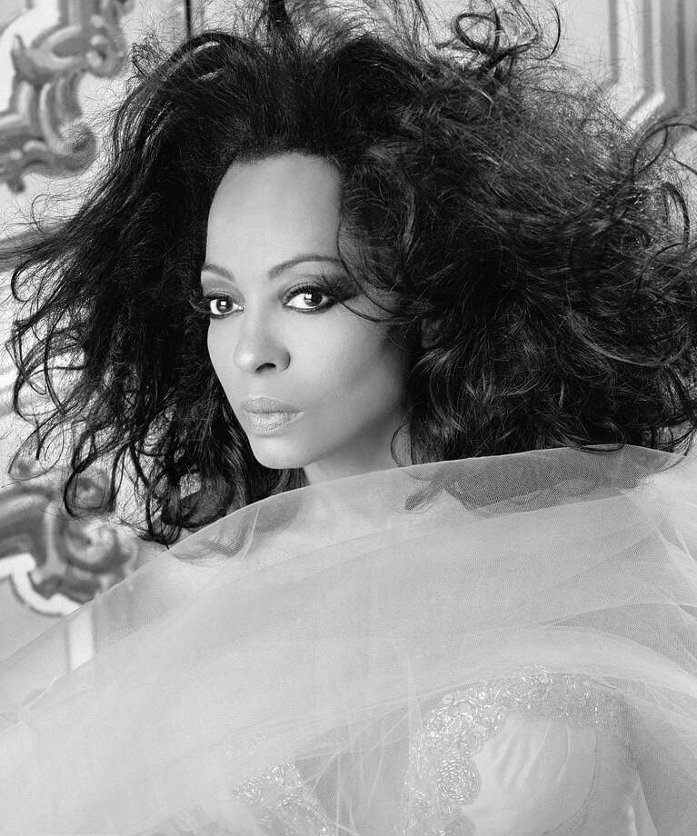 """THEME SONG: """"Coming out"""" by Diana Ross Photo: RANDEE ST. NICHOLAS / CBS / ©2007 CBS BROADCASTING INC.  ALL RIGHTS RESERVED"""