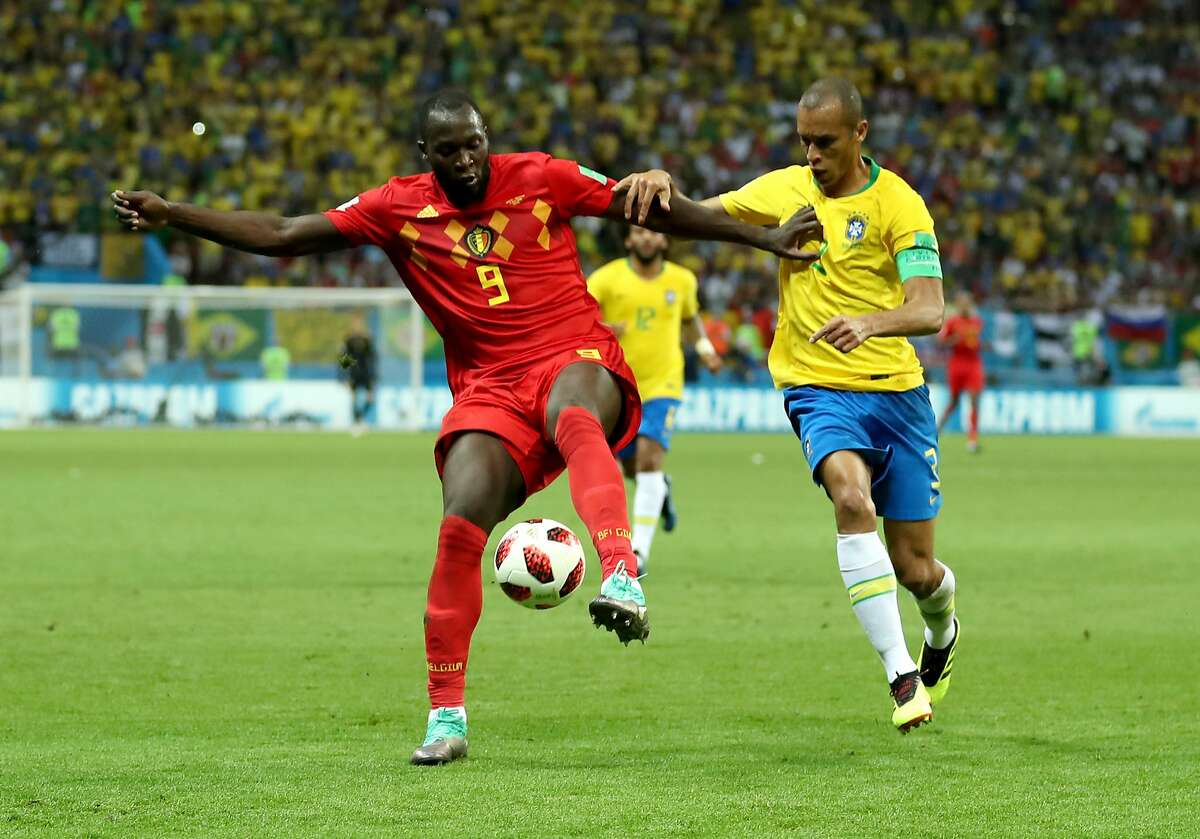 KAZAN, RUSSIA - JULY 06: Romelu Lukaku of Belgium is challenged by Miranda of Brazil during the 2018 FIFA World Cup Russia Quarter Final match between Brazil and Belgium at Kazan Arena on July 6, 2018 in Kazan, Russia. (Photo by Catherine Ivill/Getty Images)