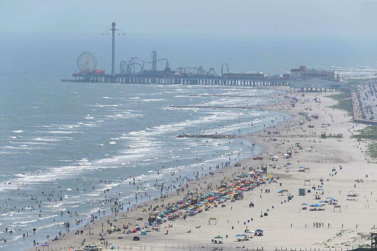 People enjoy a summer day on Stewart Beach on Friday, June 1, 2018, in Galveston. The blue water off Galveston over the past weekend has been driving a surge in tourism to Galveston. ( Yi-Chin Lee / Houston Chronicle )