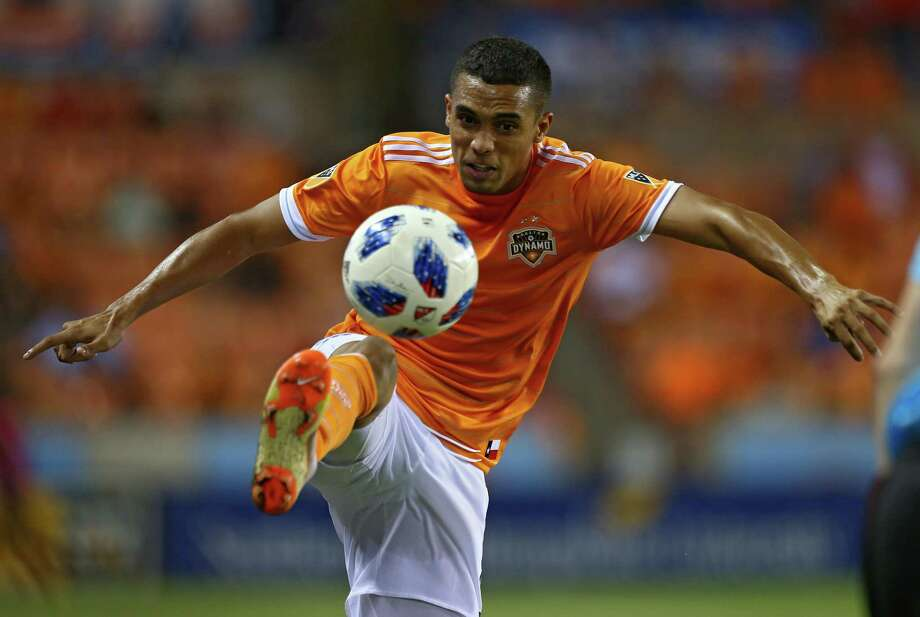 Dynamo forward Mauro Manotas scored a late goal to help salvage a draw against Los Angeles FC on Tuesday. Photo: Godofredo A. Vasquez, Houston Chronicle / Houston Chronicle / Godofredo A. Vasquez
