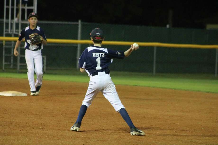 NASA-West second baseman Logan Britz prepares to throw to his shortstop for the forceout, but it turned into a throwing error that contributed to Post Oak erupting for five third-inning runs Friday night. Photo: Robert Avery
