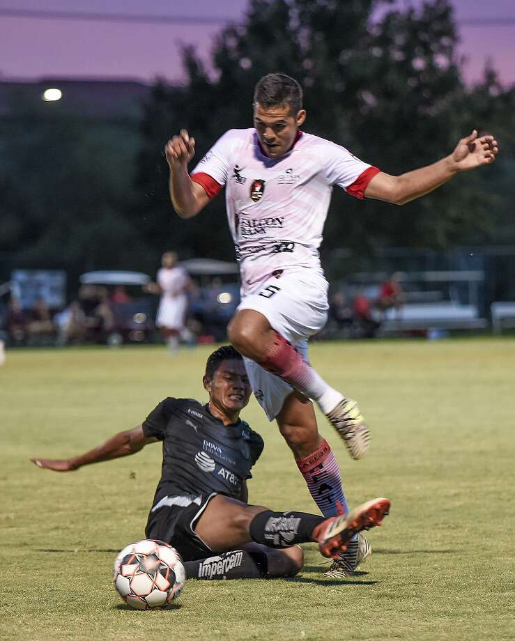 Jose Luis Hincapie and the Laredo Heat fell 1-0 at home Friday in a friendly against the Monterrey Rayados U20 team. Photo: Danny Zaragoza /Laredo Morning Times