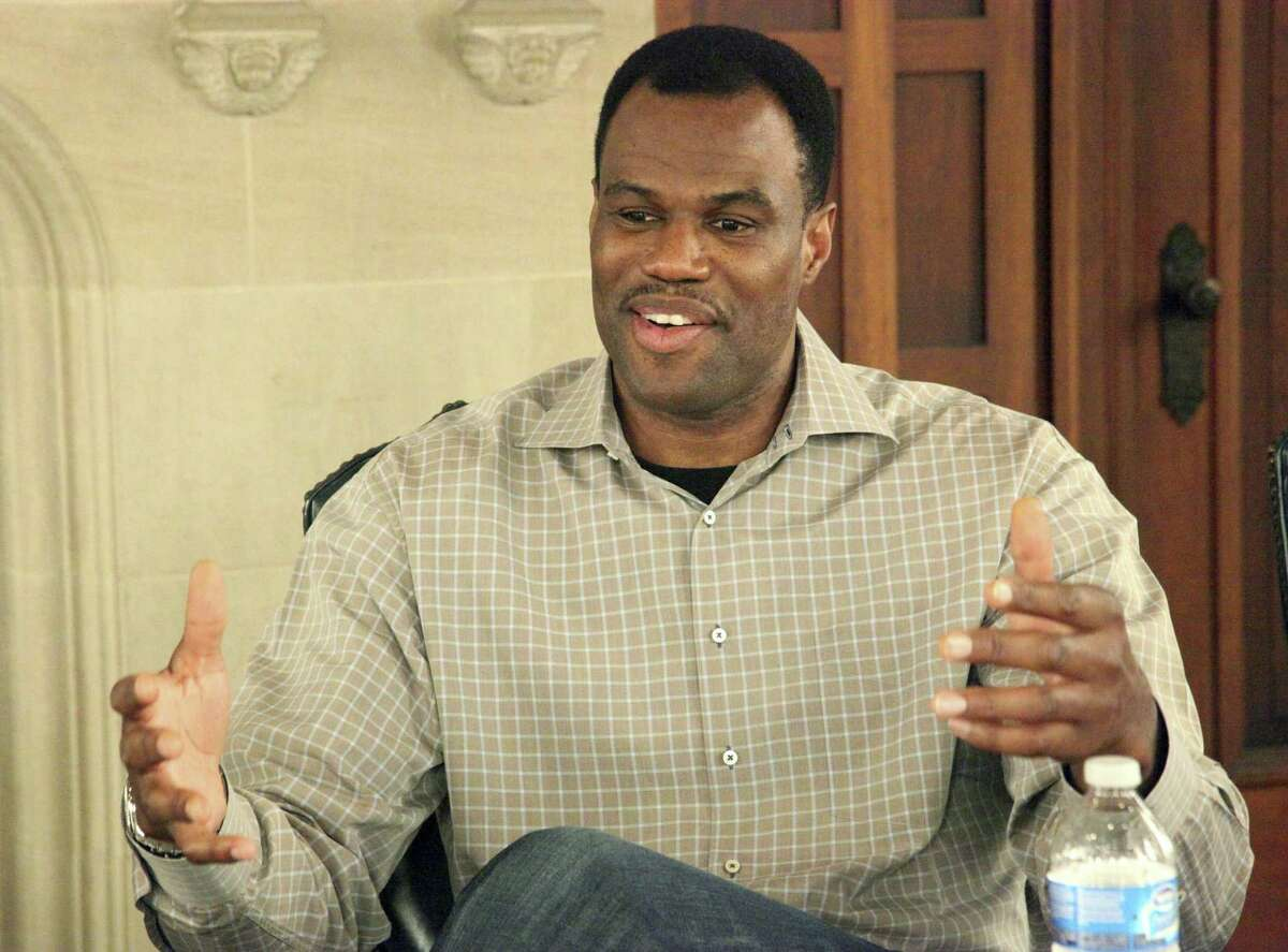 David Robinson, one of the Spurs' most-beloved legends, shared plenty of love for San Antonio during a Twitter chat with fans on Wednesday.