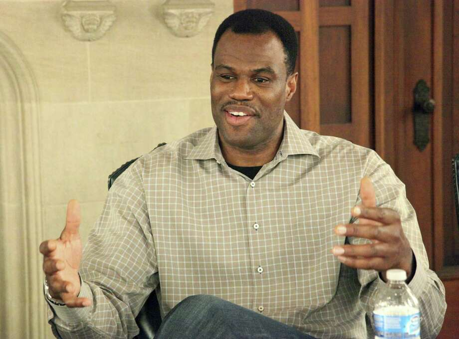 David Robinson, one of the Spurs' most-beloved legends, shared plenty of love for San Antonio during a Twitter chat with fans on Wednesday. Photo: Juanito M. Garza / San Antonio Express-News / San Antonio Express-News
