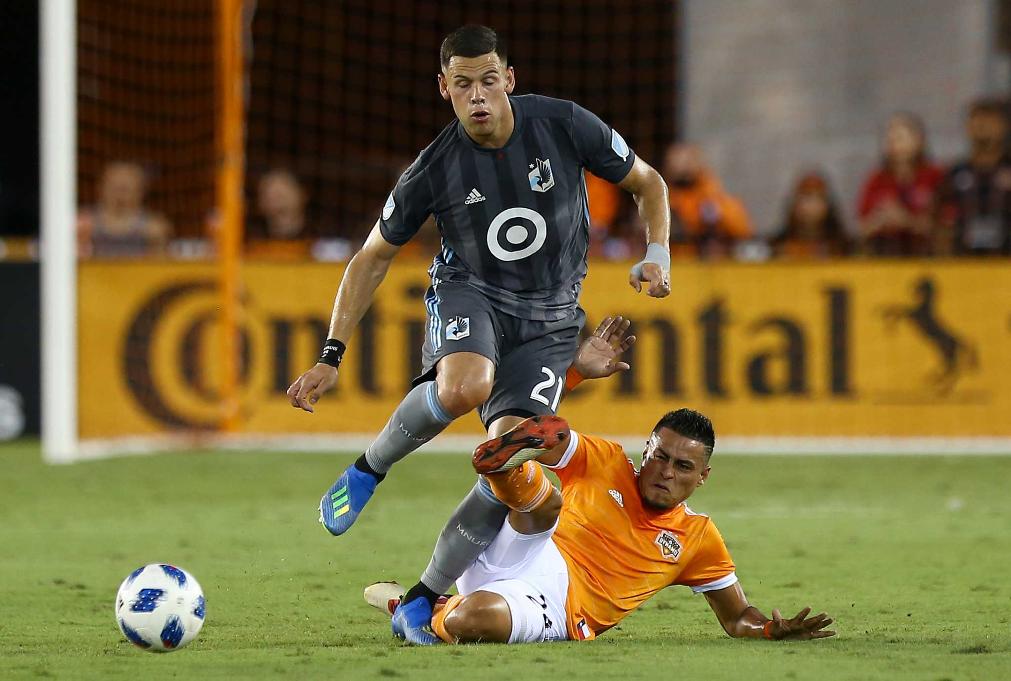 Dynamo acquire Christian Ramirez in trade with Los Angeles FC