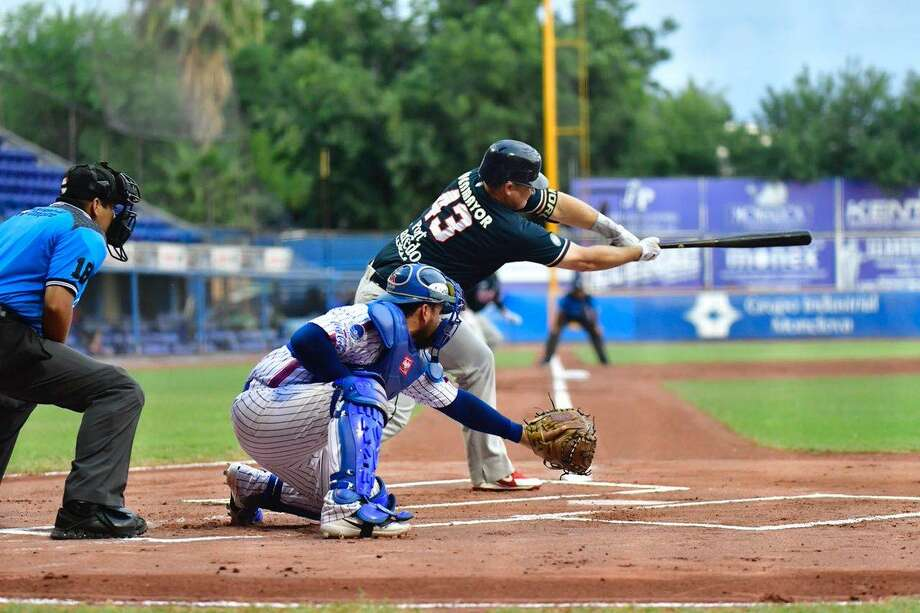 Balbino Fuenmayor hit a three-run home run in the seventh inning Saturday to help the Tecolotes Dos Laredos win 6-4 at Rieleros de Aguascalientes. Photo: Courtesy Of Tecolotes Dos Laredos