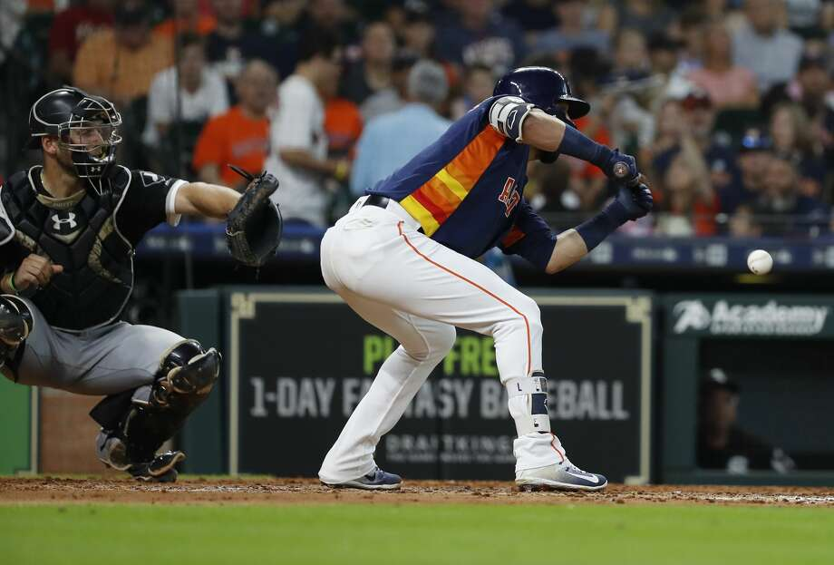 Houston Astros Marwin Gonzalez lays down a sacrifice bunt allowing Yuli Gurriel to score a run during the seventh inning of an MLB game at Minute Maid Park, Sunday, July 8, 2018, in Houston. ( Karen Warren  / Houston Chronicle ) Photo: Karen Warren/Houston Chronicle