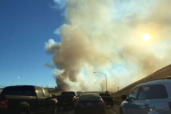 500-acre fire shuts down I-580 at Altamont Pass - SFChronicle com