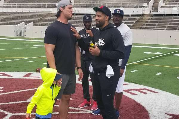 Former Texans Brian Cushing, Andre Johnson and Arian Foster host a football camp with Nine Innovations  called Lessons by Legends.