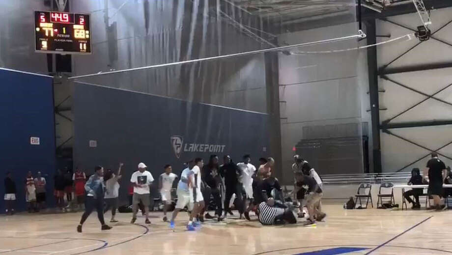 SCREENGRAB: A youth basketball game in Georgia between the Houston Raptors and Chicago's R.A.W. Athletics ended in a brawl Sunday that involved players and referees. Photo: Twitter/Doug Jones