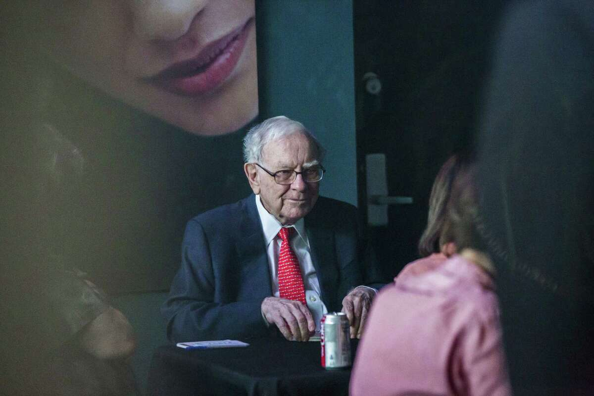Warren Buffett, chairman and chief executive officer of Berkshire Hathaway, plays bridge at an event on the sidelines of the Berkshire Hathaway annual shareholders meeting in Omaha, Neb., on May 6, 2018.