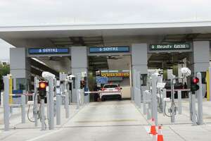 Con el inicio del período vacacional en Tamaulipas, las autoridades aduaneras piden a los viajeros frecuentes inscribirse al programa SENTRI.