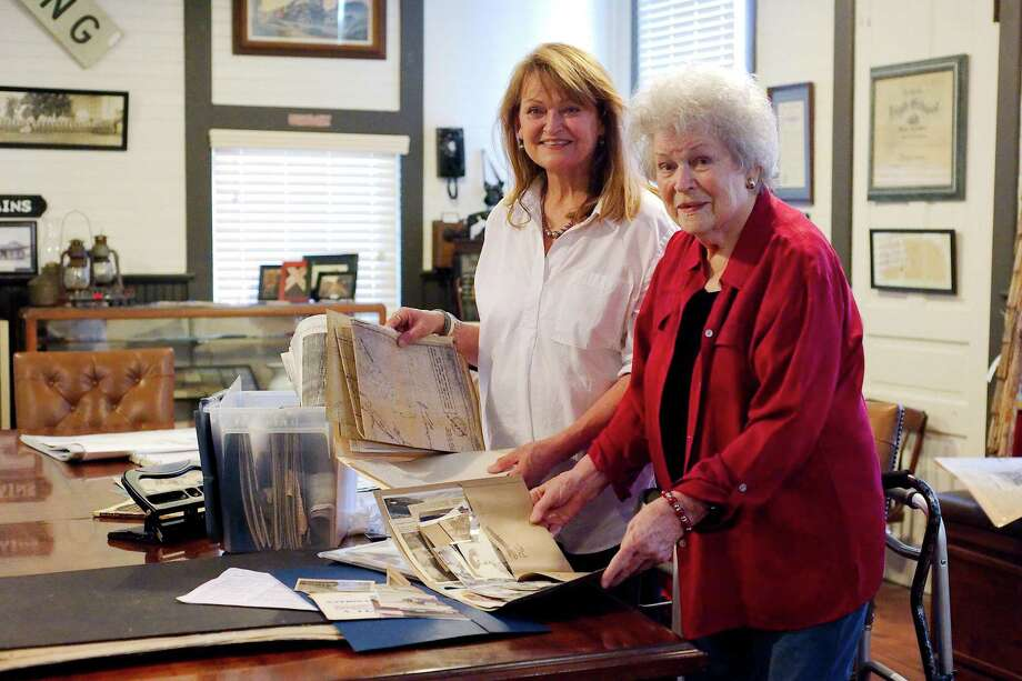 Georgia and Ann Malone examine a folder of vintage photographs ast the museum. Photo: Kirk Sides / Houston Chronicle / © 2018 Kirk Sides / Houston Chronicle