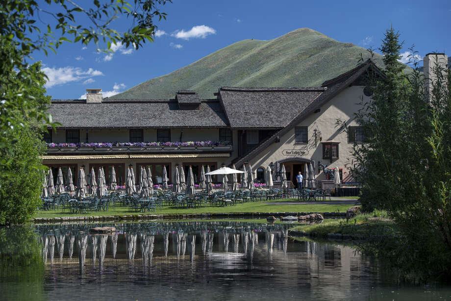 The Sun Valley Inn stands in Sun Valley, Idaho, on July 11, 2017. Photo: Bloomberg Photo By David Paul Morris. / © 2017 Bloomberg Finance LP