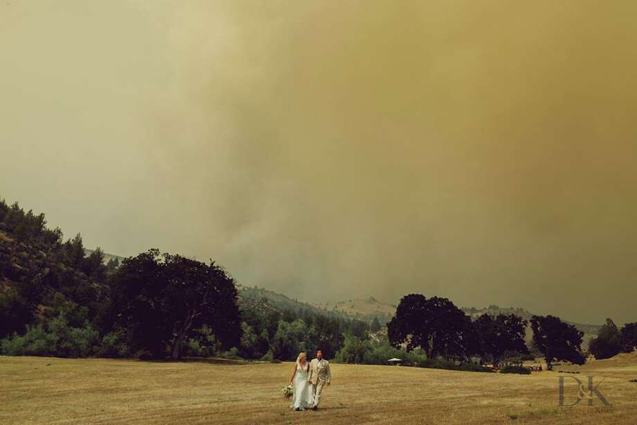 When Ellie and Taylor Denney exchanged vows in a rushed ceremony on Saturday, an ominous smoke-filled sky served as the backdrop with the Klamathon Fire raging nearby. Dee and Kristina Robinson of Dee and Kris Photography photographed the event. Photo: Dee And Kris Photography
