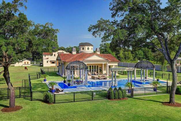 6 W Rivercrest Dr, Houston, TX 77042 Price:  $16.5 million Size: 21,032 square feet/3.7 acres lot Photo: Realtor.com