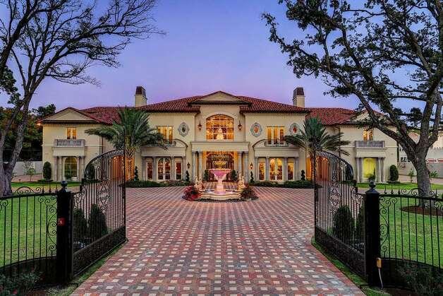 6 W Rivercrest Dr, Houston, TX 77042Price:$16.5 millionSize:21,032 square feet/3.7 acres lot Photo: Realtor.com