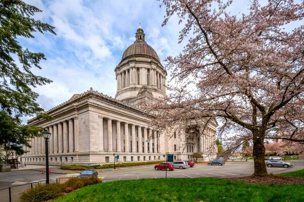 Washington state capitol building in Spring