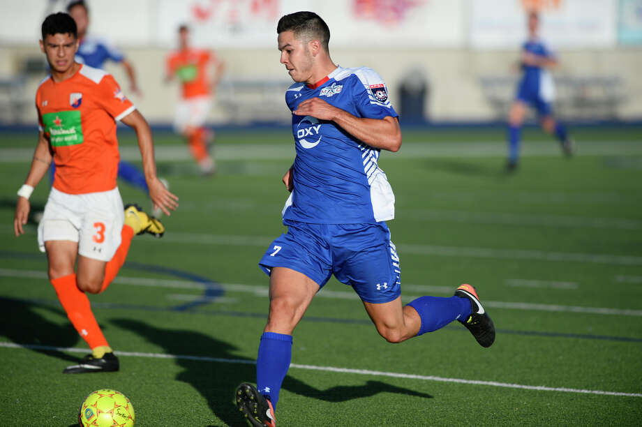 Sockers FC's Maxiliano Galizzi (7) takes the ball down the field against Dutch Lions FC in the second round of the NPSL playoffs July 11, 2018, at Grande Communications Stadium. James Durbin/Reporter-Telegram Photo: James Durbin / ? 2018 Midland Reporter-Telegram. All Rights Reserved.