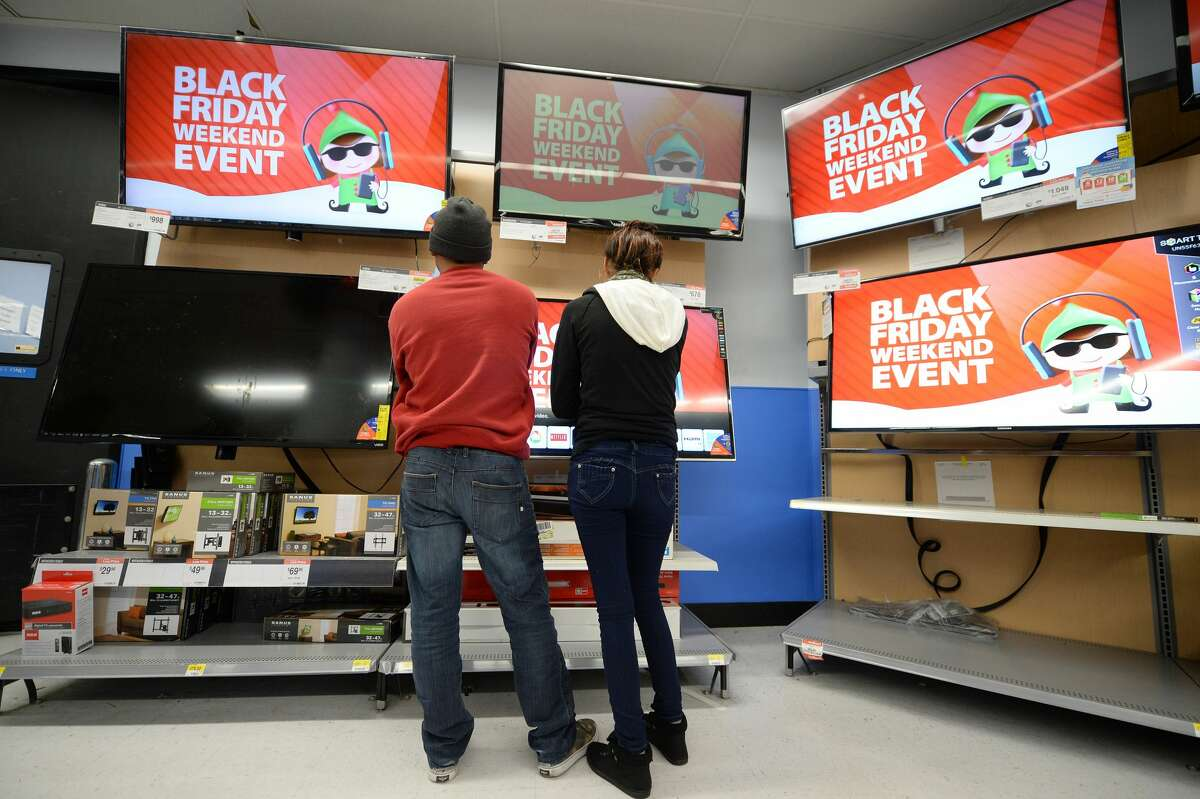 The best time to buy a TVThere are two times a year when it's smart to invest in your entertainment system: Black Friday and around the Super Bowl in early February.