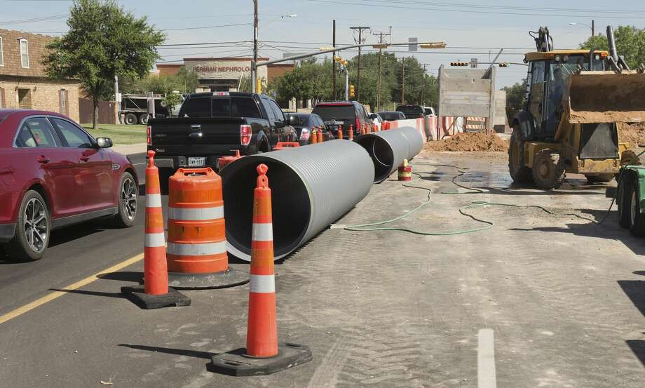Work continues 07/12/18 as crews block part of the roadway at the intersection of Midkiff and Golf Course Road to replace a storm water drain pipe. Tim Fischer/Reporter-Telegram Photo: Tim Fischer/Midland Reporter-Telegram