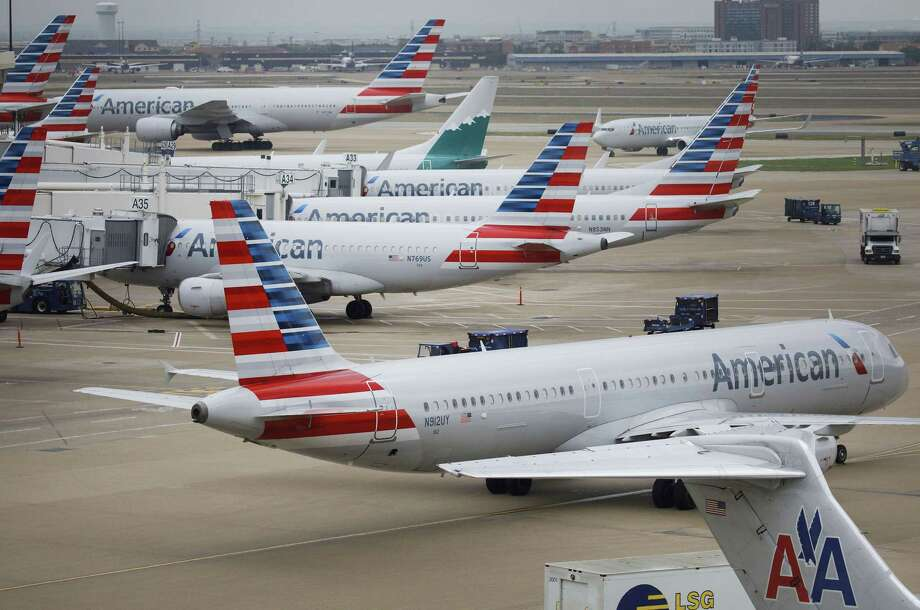 American Airlines planes stand at Dallas-Fort Worth International Airport in Grapevine, Texas, on April 6, 2018. Photo: Bloomberg Photo By Patrick T. Fallon. / © 2018 Bloomberg Finance LP