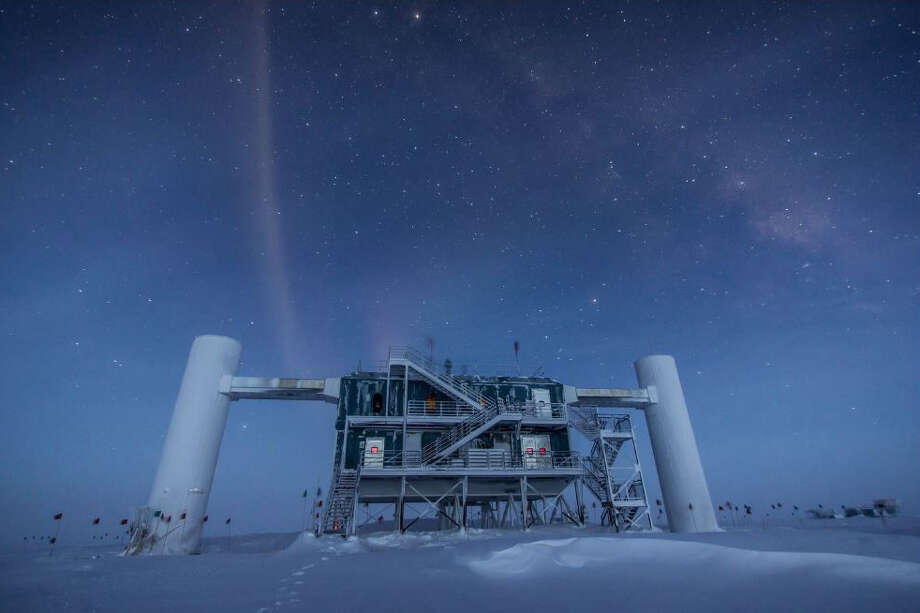 The IceCube Lab under the stars in 2013. Photo: National Science Foundation, IceCube Photo By Felipe Pedreros / IceCube/NSF