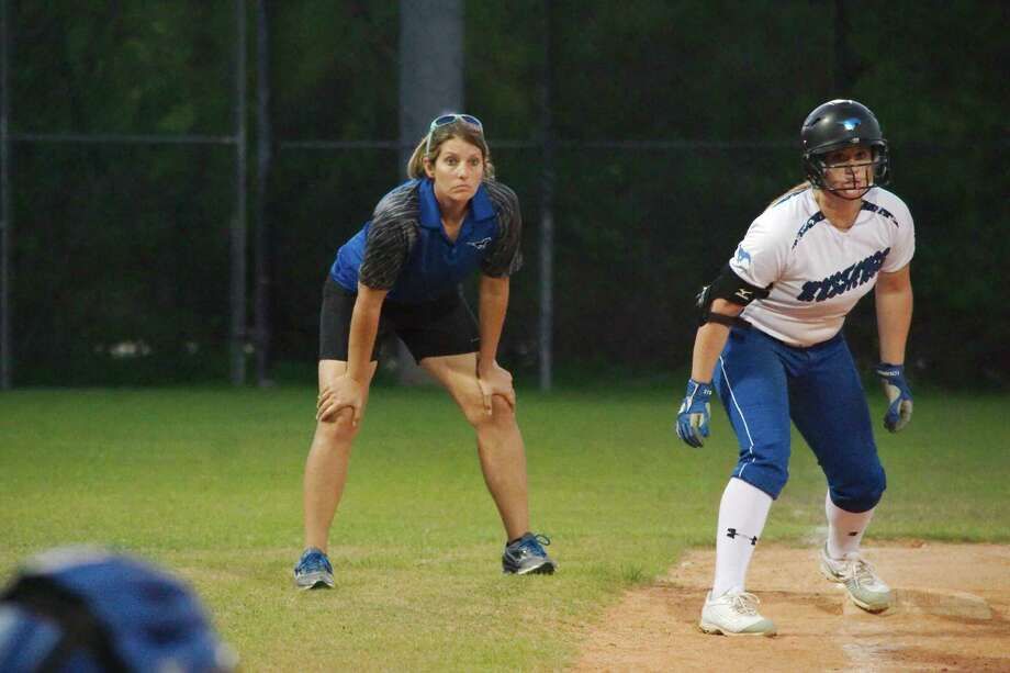 Friendswood softball coach Christa Williams watches as Kendall Cross (12) prepares to sprint home in a game against Clear Springs. Photo: Kirk Sides / Houston Chronicle / © 2017 Kirk Sides / Houston Chronicle