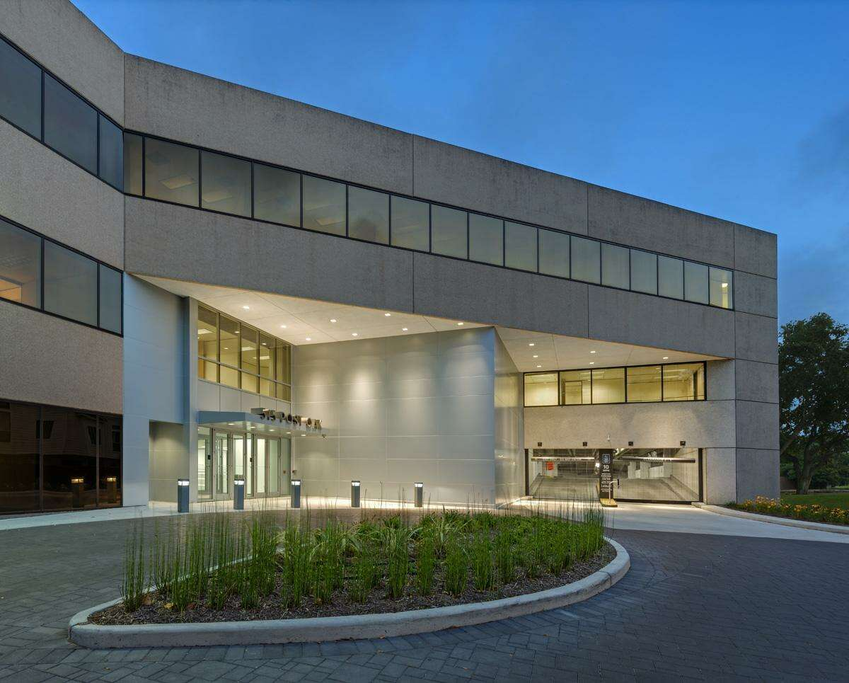 Spear Street Capitalhas tapped JLL to handle leasing and marketing of 515 Post Oak. The 275,000-square-foot building is 81 percent leased to a range of tenants including law, energy, technology and professional services firms.