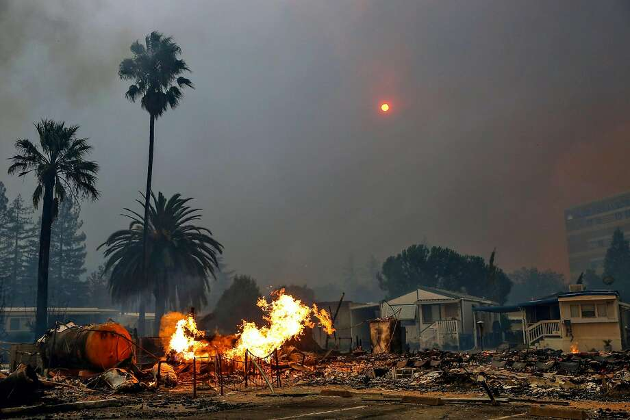 The Tubbs fire tears through parts of the Journey's End mobile home park on Mendocino Avenue in Santa Rosa, Calif., on Monday, Oct. 9, 2017. Photo: Gabrielle Lurie / The Chronicle 2017