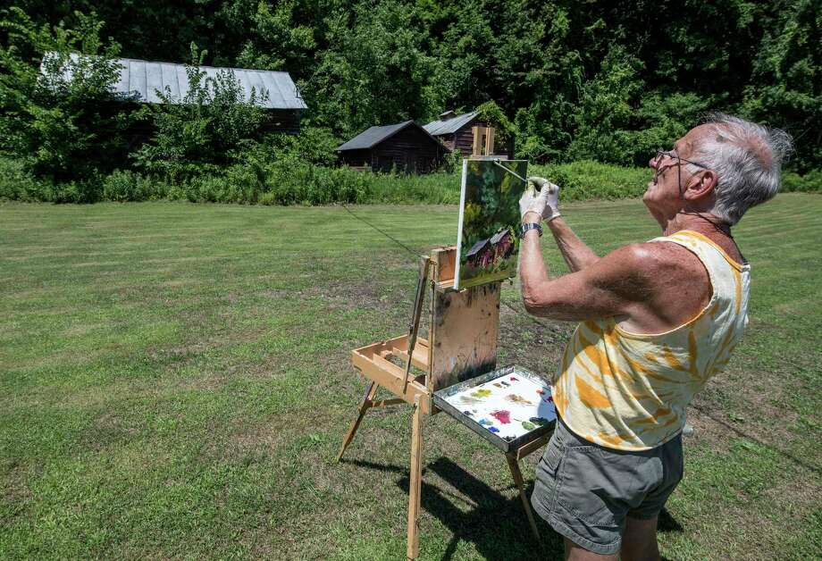 Artist Stu Eichel paints an image of an old barn that sits back from the road on Route 9P  Thursday July 12, 2018 in Malta, N.Y. (Skip Dickstein/Times Union) Photo: SKIP DICKSTEIN
