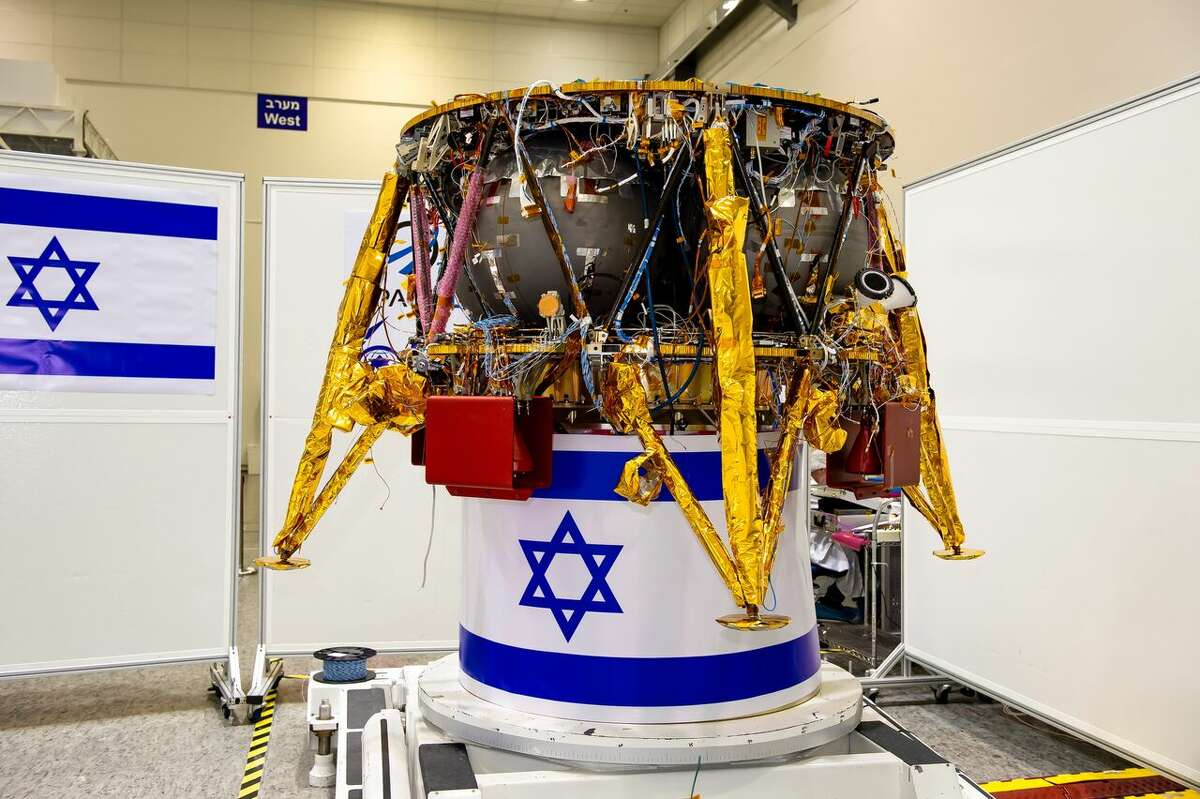 The first Israeli lunar spacecraft in the clean room.