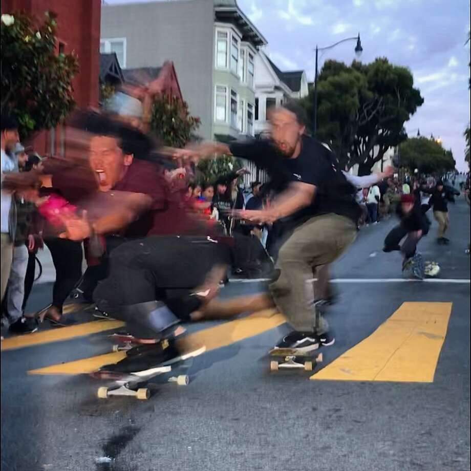 Hundreds of skaterboarders raced down San Francisco's Dolores Street in a flash 'hill bomb' event on July 12, 2018. Photo: Derek Dudek