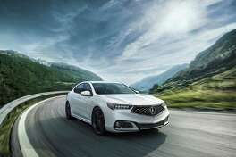 The TLX boasts a new style, highlighted by the Acura diamond pentagon grille and amplified by its more sharply sculpted hood and front fenders. (Motor Matters photo)