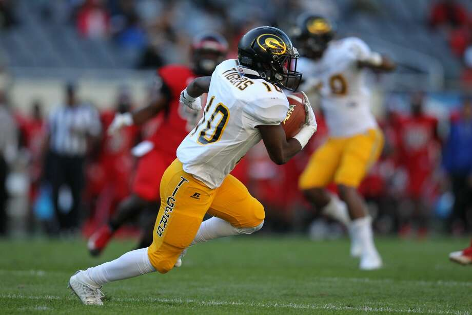 CHICAGO, IL - SEPTEMBER 30: Grambling State Tigers wide receiver Joshua Mosley (10) in action between the Clark Atlanta Panthers and Grambling State Tigers on September 30, 2017 at Soldier Field Stadium in Chicago, IL. (Photo by Jerome Lynch/Icon Sportswire via Getty Images) Photo: Icon Sportswire/Icon Sportswire Via Getty Images