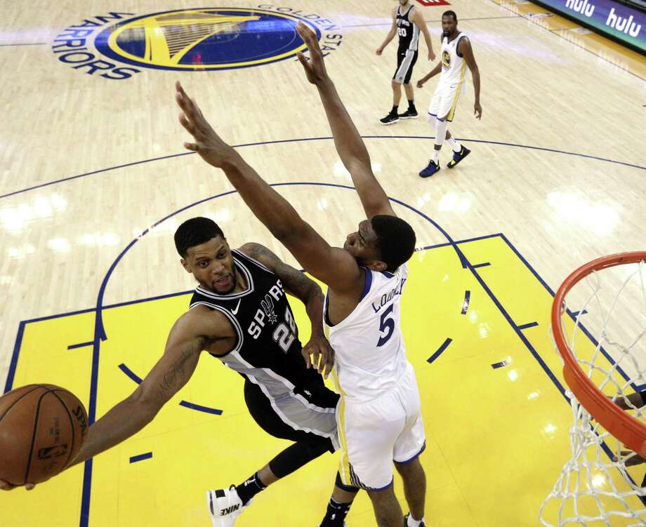 Kevon Looney (5) defends against a shot by Rudy Gay (22) in the second half as the Golden State Warriors played the San Antonio Spurs in Game 5 of the first round of the Western Conference Finals at Oracle Arena in Oakland, Calif., on Tuesday, April 24, 2018. The Warriors won 99-91 to win the series and advance to the second round. Photo: Carlos Avila Gonzalez, Staff Photographer / The Chronicle / ONLINE_YES