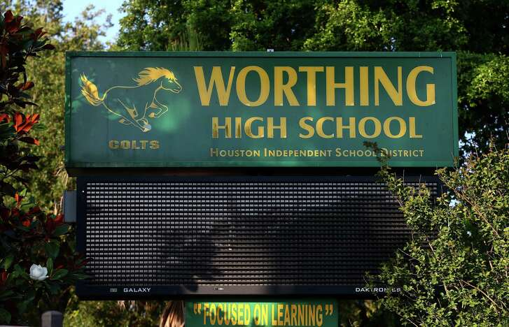 Worthing High School is 1 of 10 Houston Independent School District schools that could close or be taken over by the state. ( Godofredo A. Vasquez / Houston Chronicle )