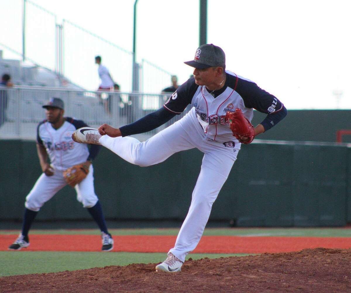 The Tecolotes Dos Laredos were shut out 9-0 in Nuevo Laredo against Bravos de Leon ending their four-game win streak Saturday. Gerardo Gutierrez threw only 2.1 innings as he gave up six runs in the third.